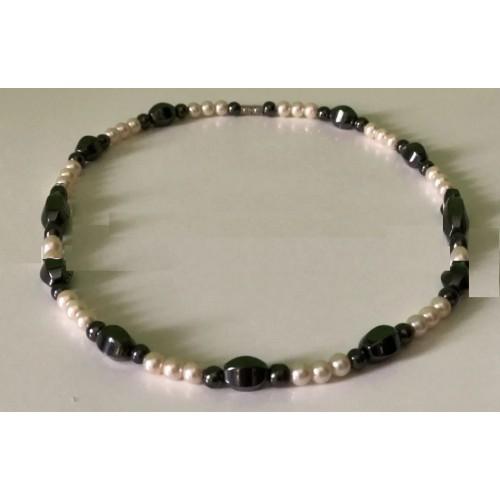 Ожерелье из натурального белого жемчуга с бразильским гематитом